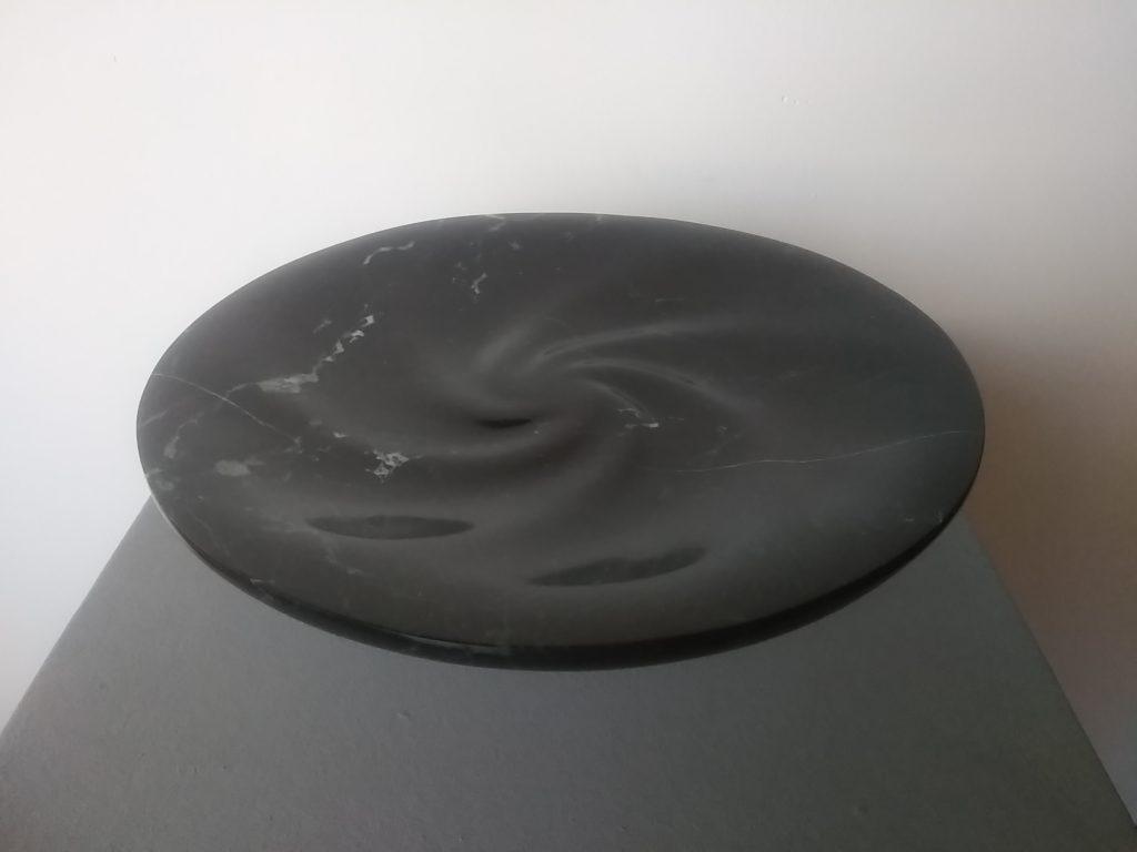 Calm 27 / Black marble