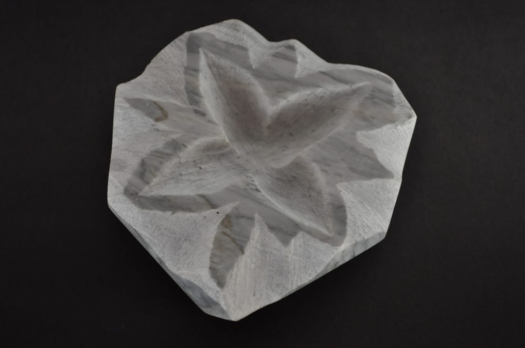 Stone flower 22 / Marble, 12.4x13x2.8cm, about 500g